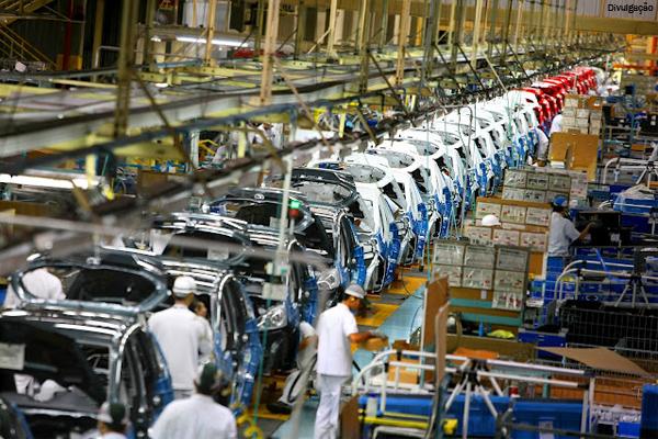 Linha de produção. (Créditos: www.socursosgratuitos.com.br).