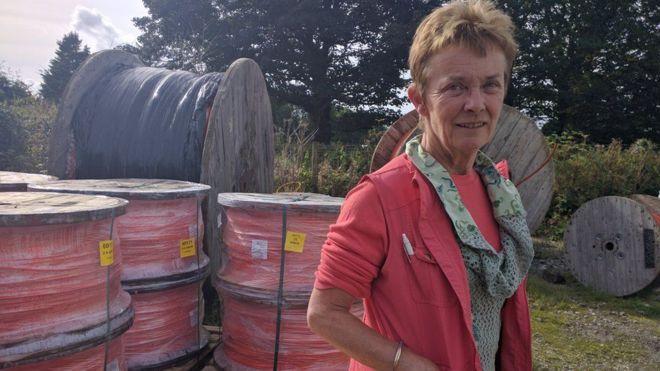 Esta fazendeira inglesa instalou uma rede de banda larga própria eficiente que abastece diversas comunidades