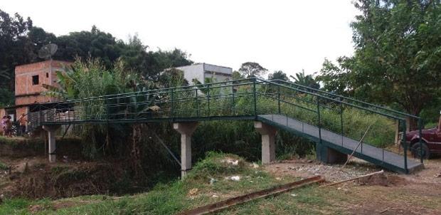 Moradores constroem com R$ 5 mil ponte orçada em R$ 270 mil no Rio de Janeiro