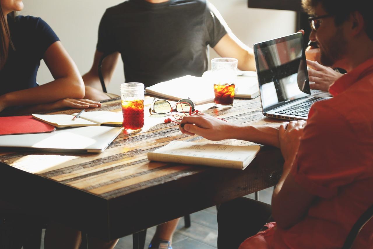 Sua equipe está conduzindo uma reunião de brainstorming da forma correta?