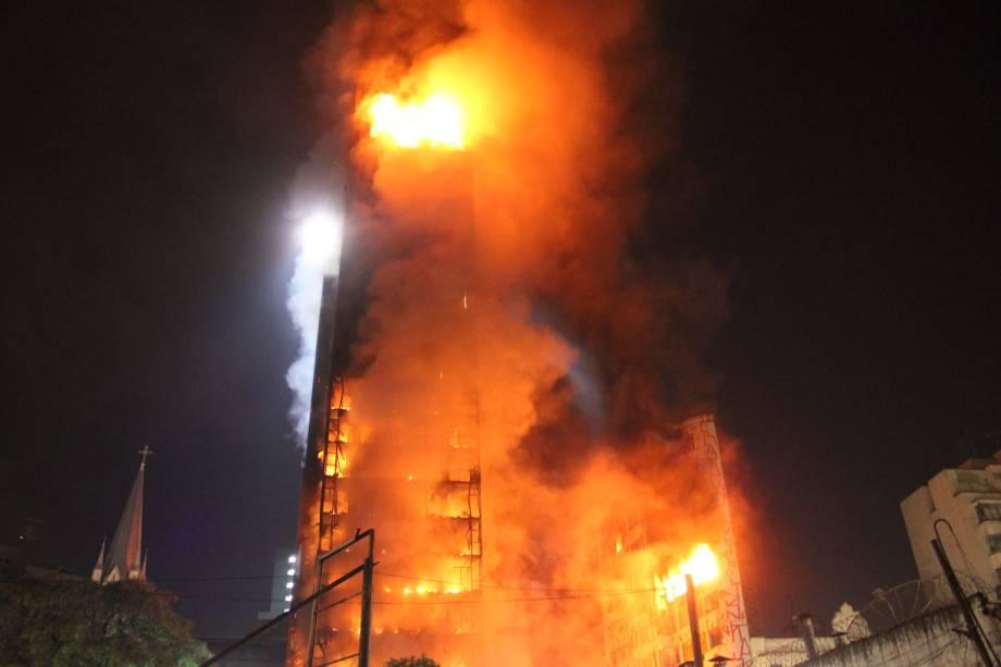 imagem de incêndio edifício em SP
