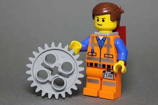 boneco de lego engenheiro