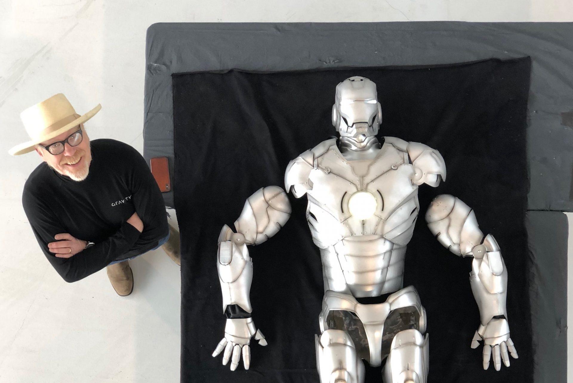 Adam Savage cria armadura do Homem de Ferro com impressão 3D (e ela voa)