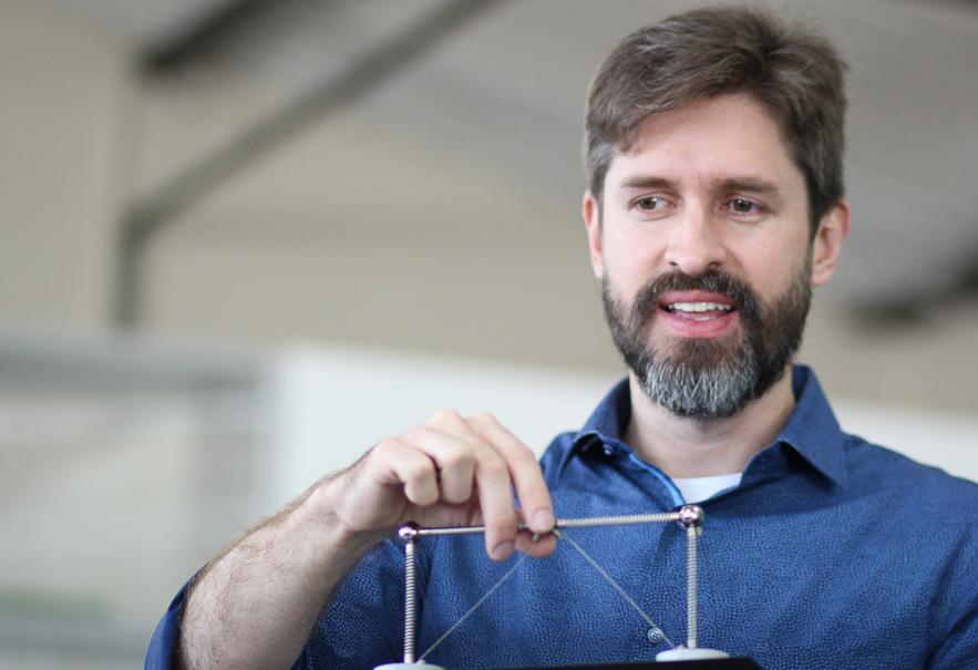 Brasileiro arrecada mais de R$1 milhão com kit para ensino de engenharia