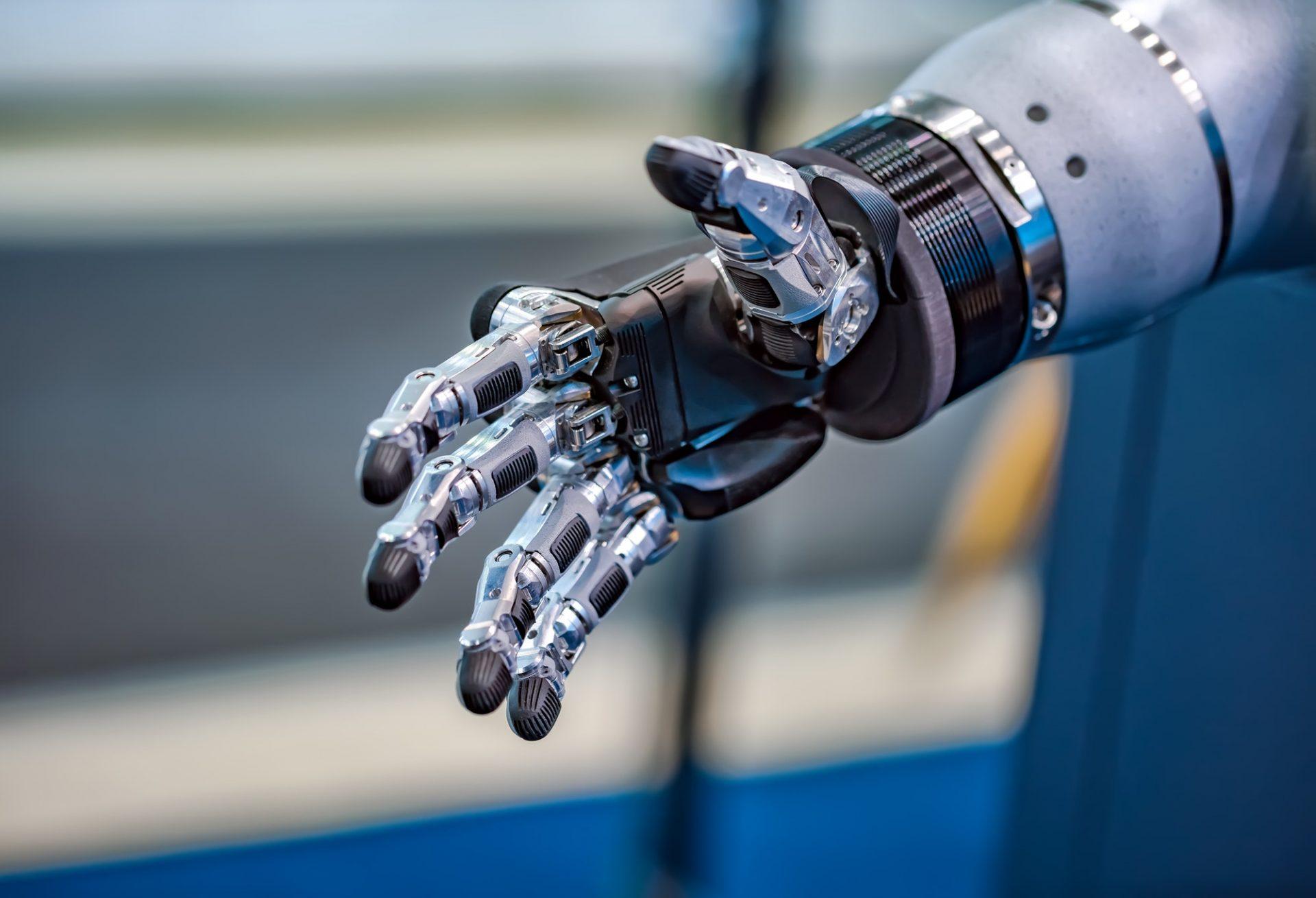 Braço robótico controlado pelo cérebro: engenheiros desenvolvem procedimento não-invasivo