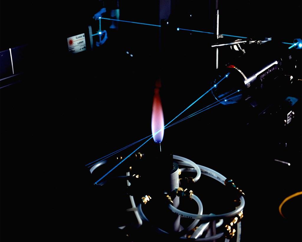 Sensor instalado em veículo em movimento consegue detectar objetos enterrados