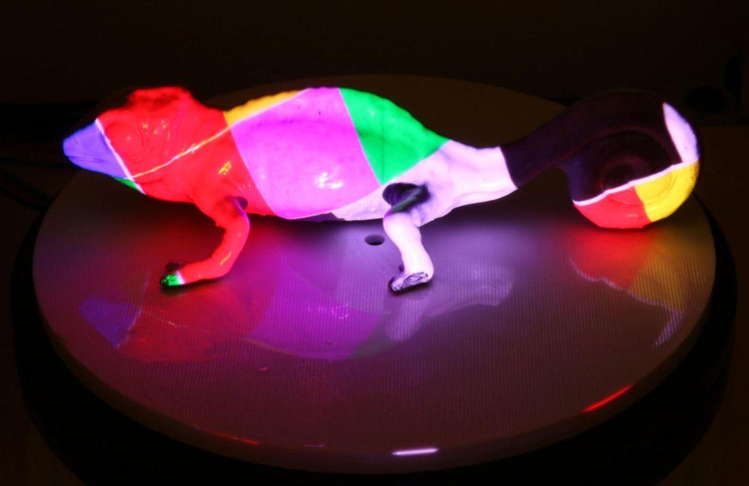 PhotoCromeleon: tinta reprogramável faz objetos mudarem de cor como um camaleão