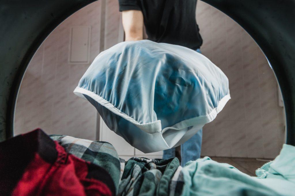 uso de sacola para lavagem que retenhamicrofibras