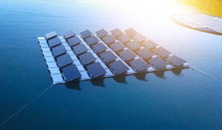 Painéis fotovoltáicos flutuantes