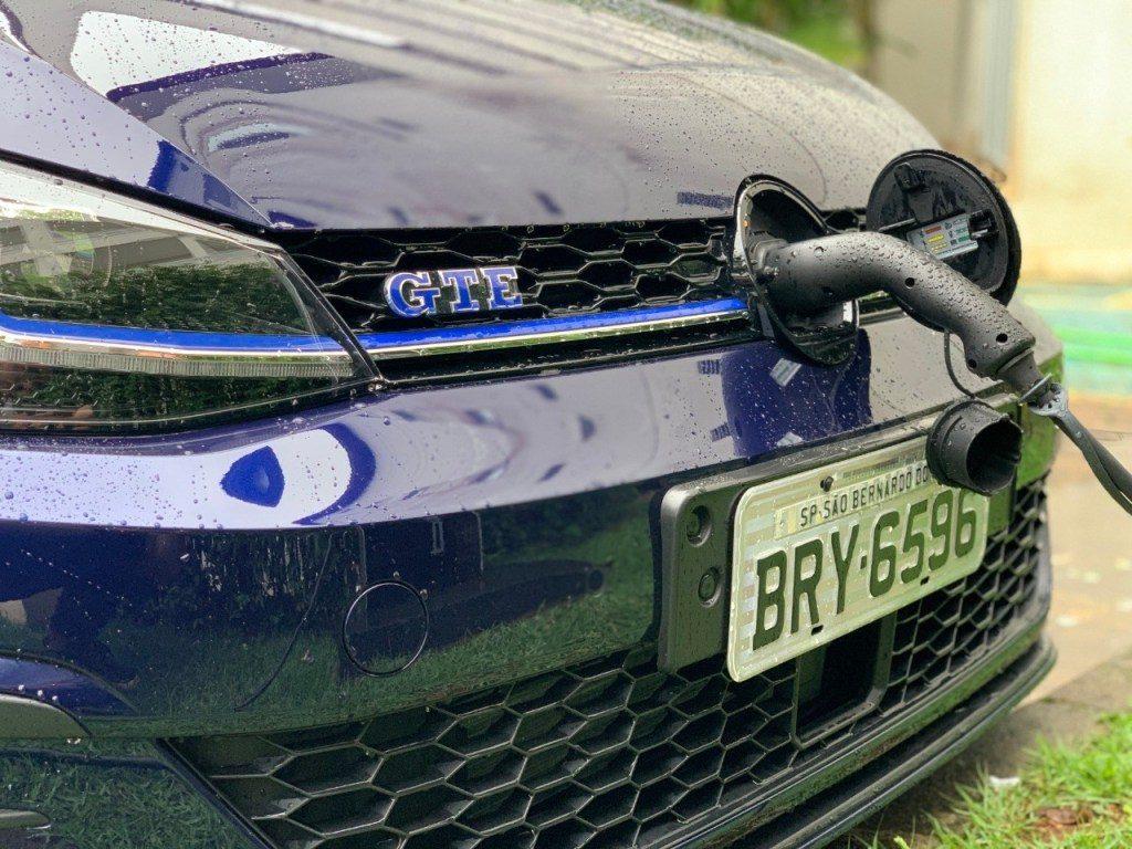 recarga de carros elétricos e híbridos