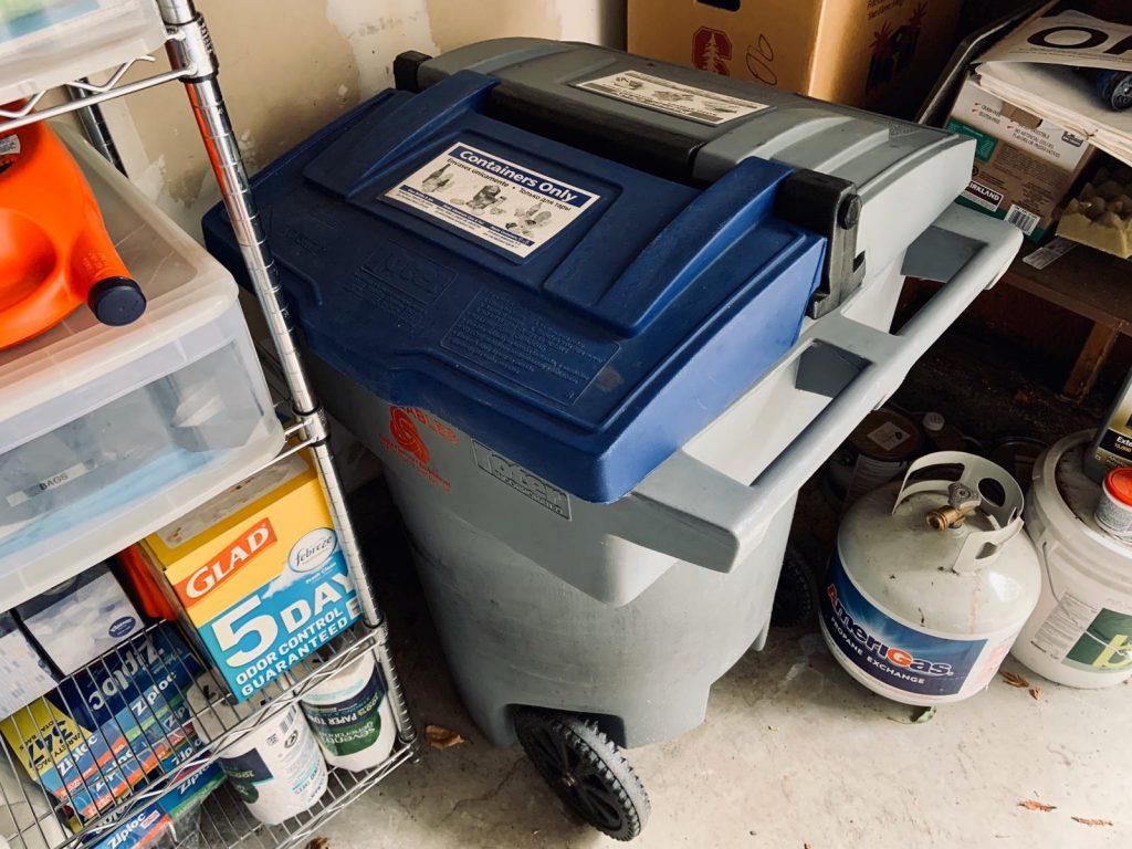 coleta de resíduos lixeira