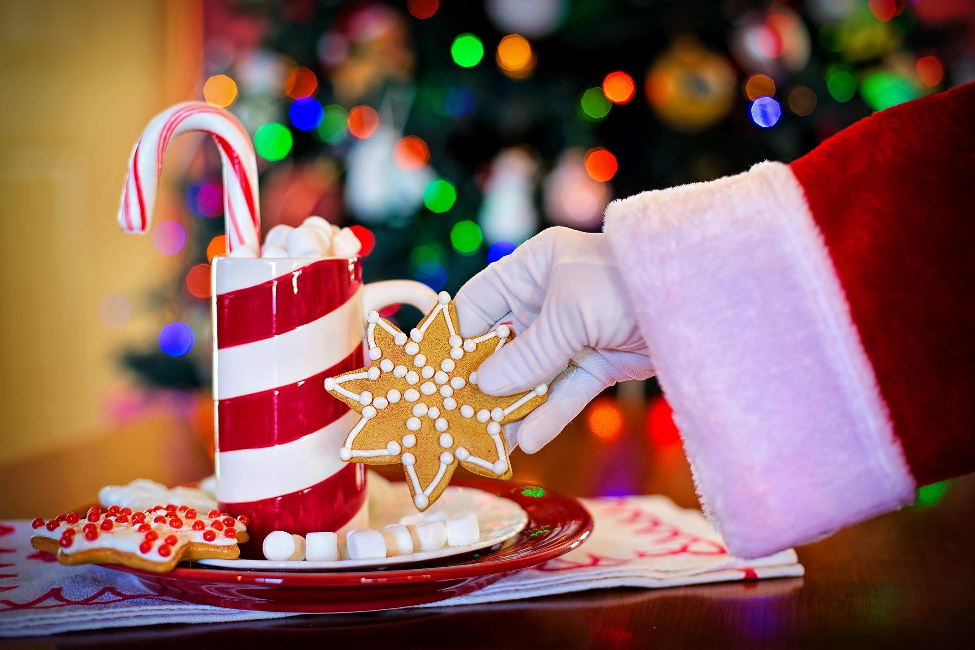 imagem ilustrativa de Natal, com vela vermelha e branca