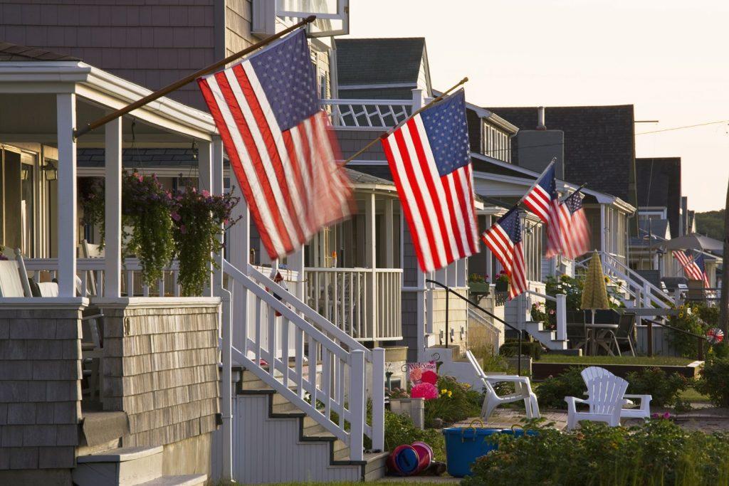 fatos sobre as casas americanas bandeirinhas patriotas