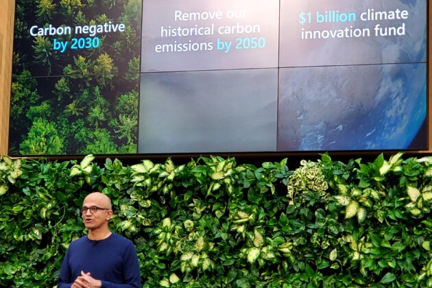 O CEO da Microsoft, Satya Nadella, anuncia as iniciativas climáticas de longo prazo da empresa. Fonte: GeekWire