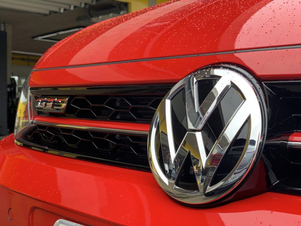 dianteira do Polo GTS na cor verrmelha