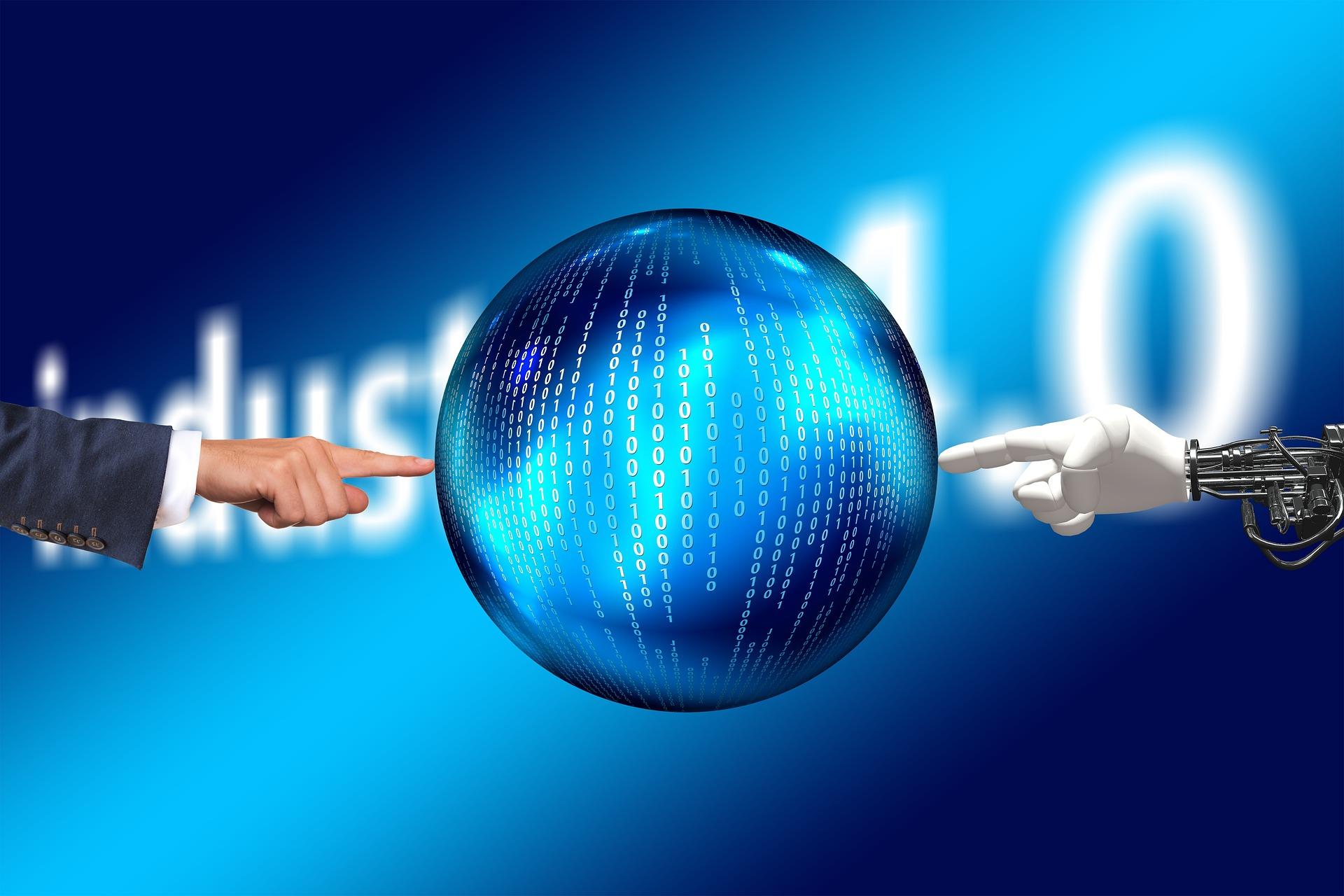 Imagem de mão humana e de mão robô tocando uma esfera com código binário, representando a indústria 4.0