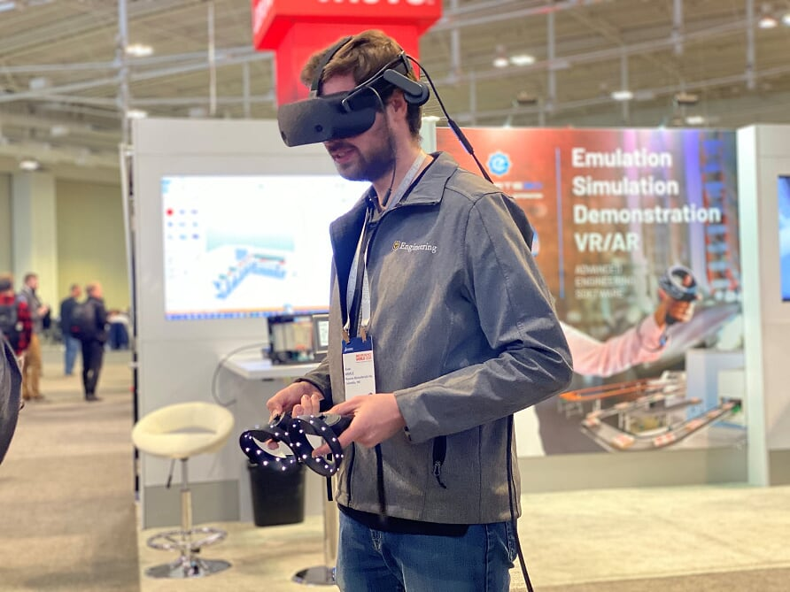 homem jovem experimentando realidade virtual no 3DExperience World 2020