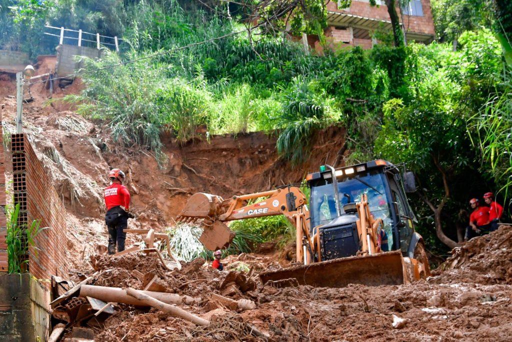 encosta desbarrancada em Belo Horizonte