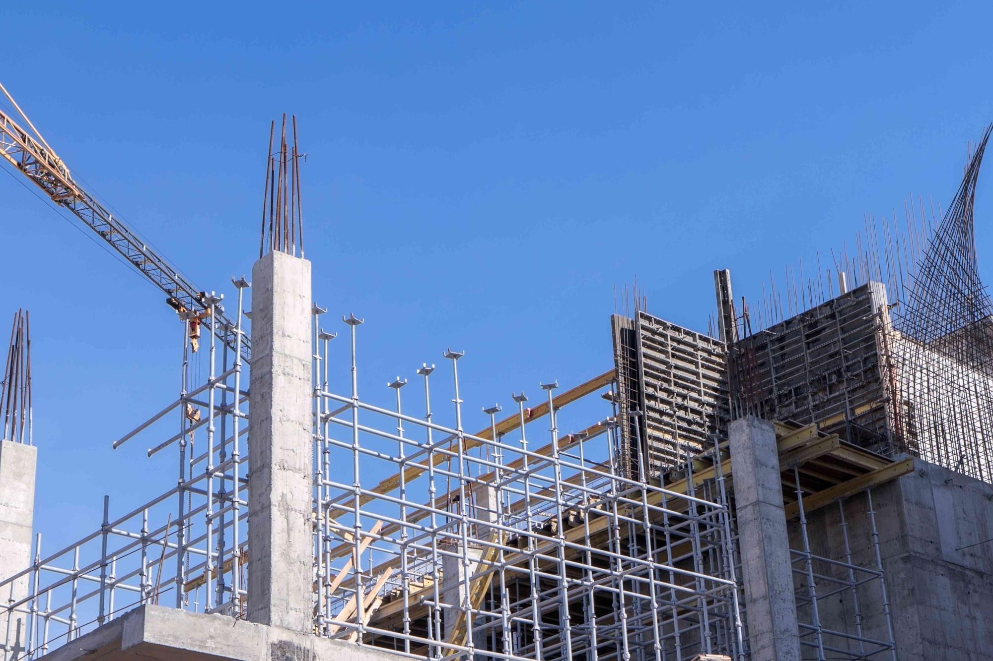 estrutura em obra representando trabalho do engenheiro estrutural