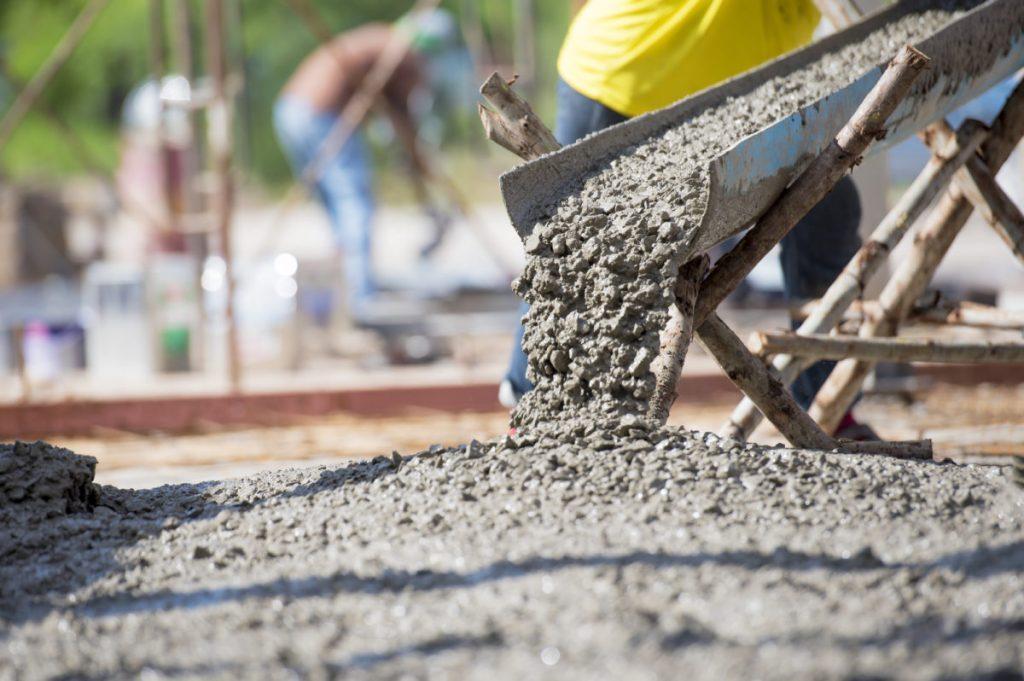 imagem ilustrativa de concreto em preparação para obra