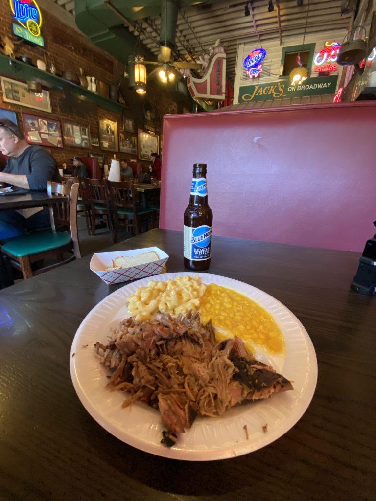 refeição no Jack's Bar-B-Que