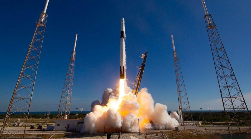 SpaceX Falcon 9 lançamento