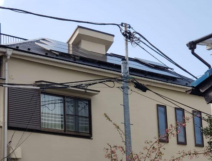 Painel solar em casa japonesa.
