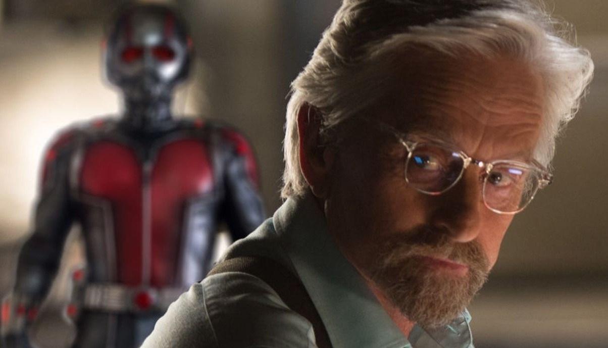 Imagem de Hank Pym (interpretado por Michael Douglas) e ao fundo, o traje do homem-formiga.