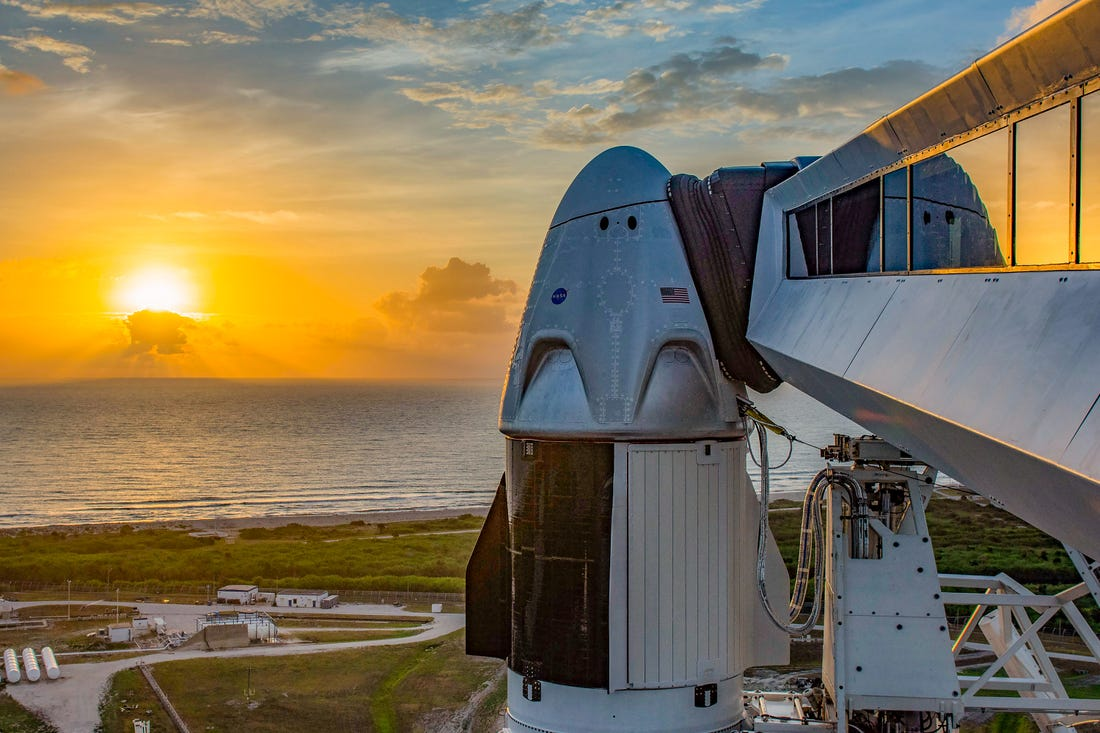 Lançamento da primeira missão tripulada da SpaceX em parceria com a NASA é adiado por mau tempo