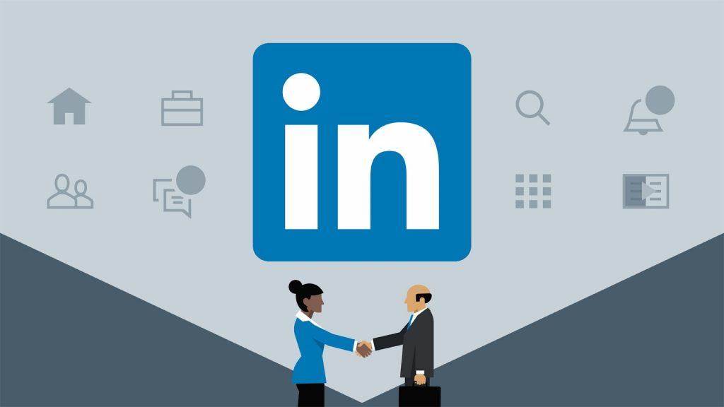 ilustração pessoa contratada com logo do linkedin ao fundo