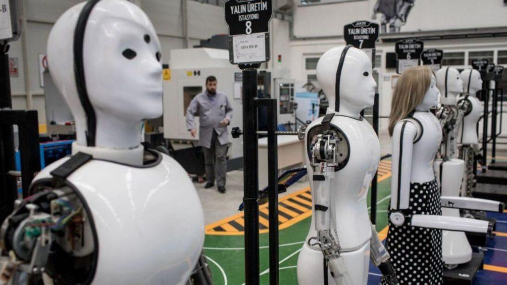 robôs em processo de construção