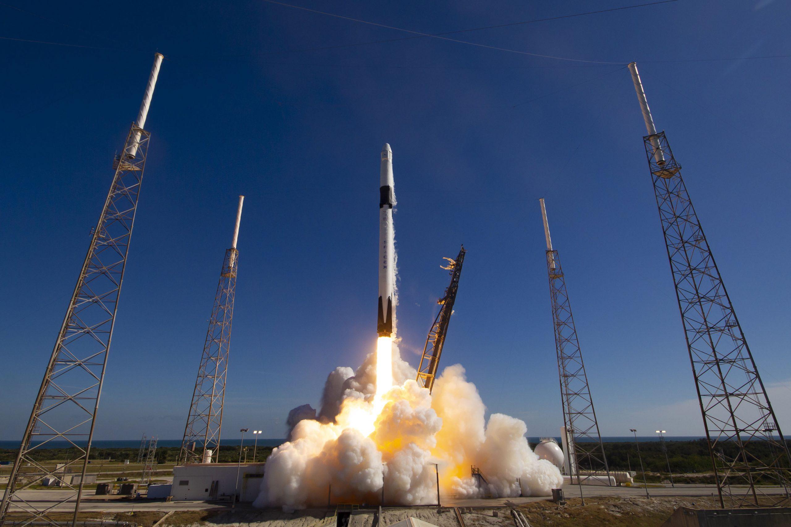 Terceiro foguete em duas semanas: SpaceX se prepara para nova entrega do projeto Starlink