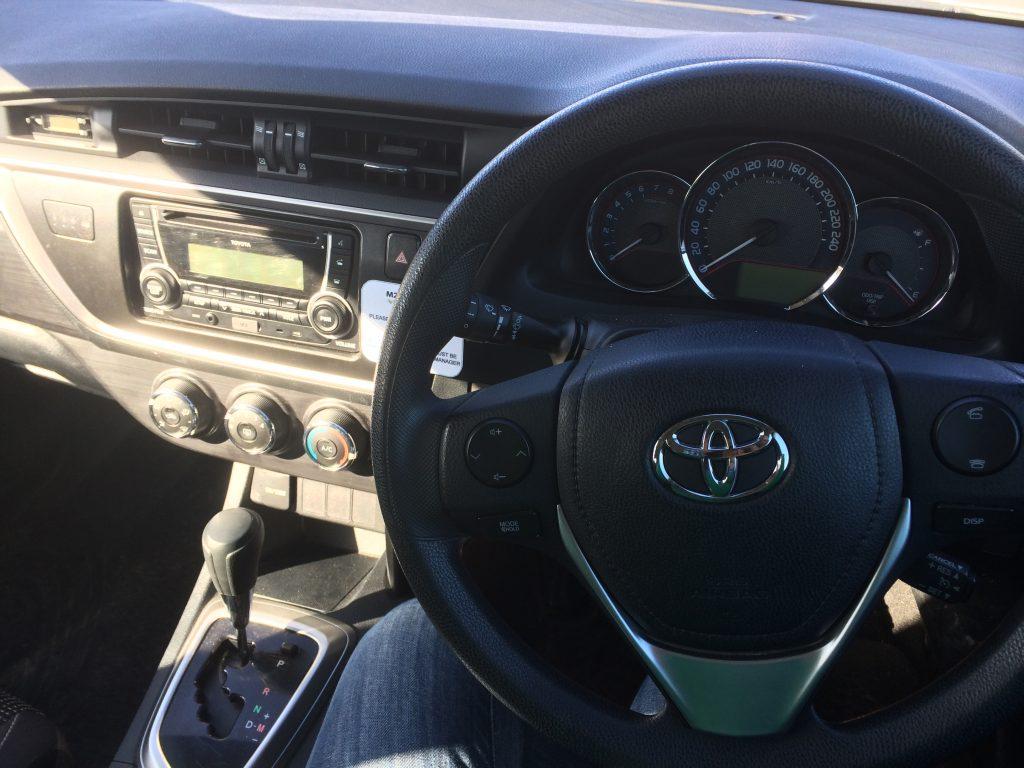 Primeira vez dirigindo o carro do empresa  na Nova Zelândia