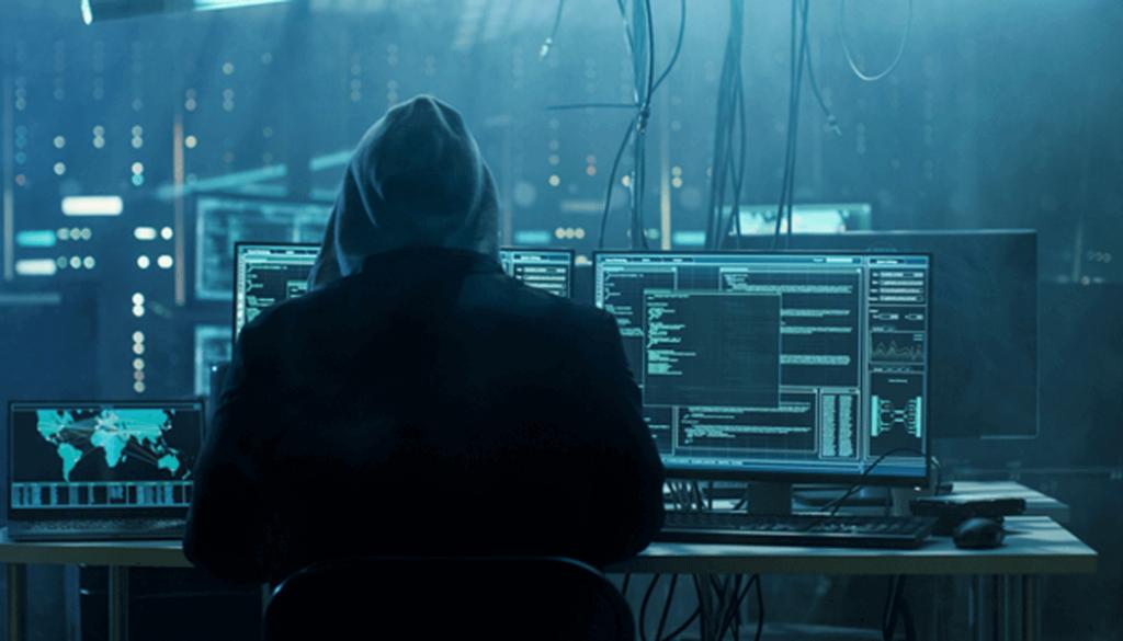 Hacker utilizando notebook para realizar o seu trabalho.