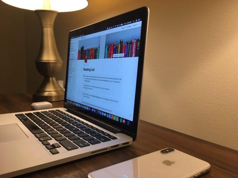 Imagem que ilustra o trabalho remoto e organização.