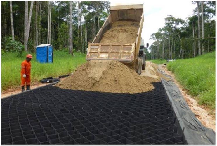 Construção de Vias de Acesso aos Poços de Petróleo e Gás – Petrobrás - Fonte: Geossintéticos.org.br