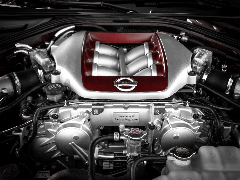 Motor de carro via gasolina mostrado por vista superior