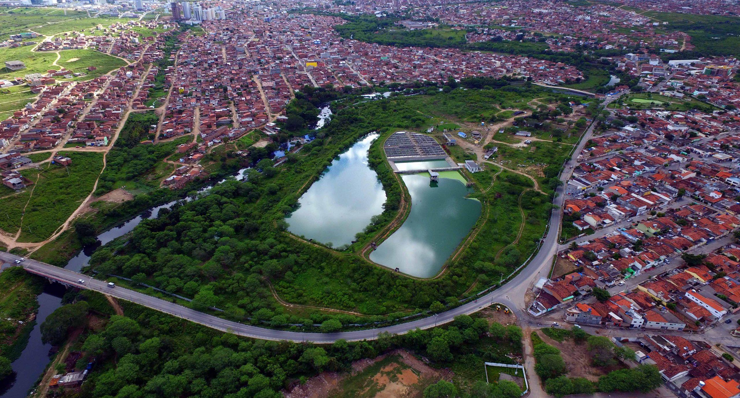 Estação de tratamento de esgoto em Caruaru. Vista aérea da cidade.