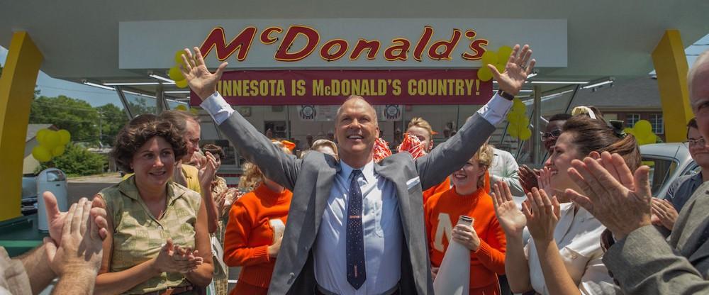 Ray Kroc em frente a uma das lojas do Mc Donald's em Minnesota