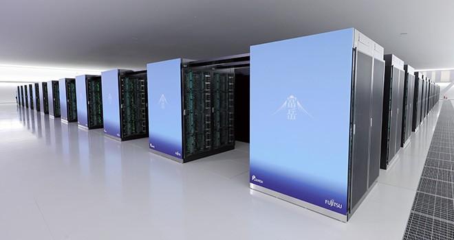 A estrutura do supercomputador Fugaku que ocupa uma sala inteira.
