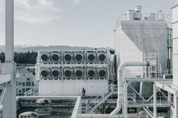 Sistema de coleta de dióxido de carbono da Climeworks na Suíça. (Foto de Mattia Balsamini para o Wall Street Journal.)