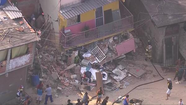 Imagem do desabamento de casa em Curicica, no Rio de Janeiro