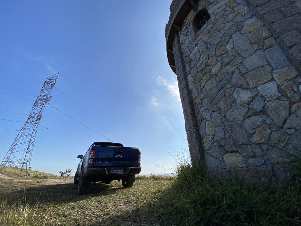 Ranger XLS Storm com céu azul ao fundo