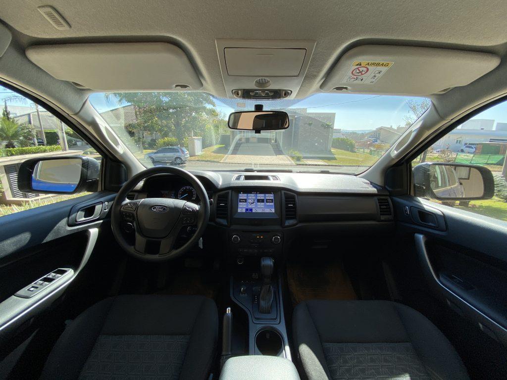 Interior da Ford Ranger XLS Storm