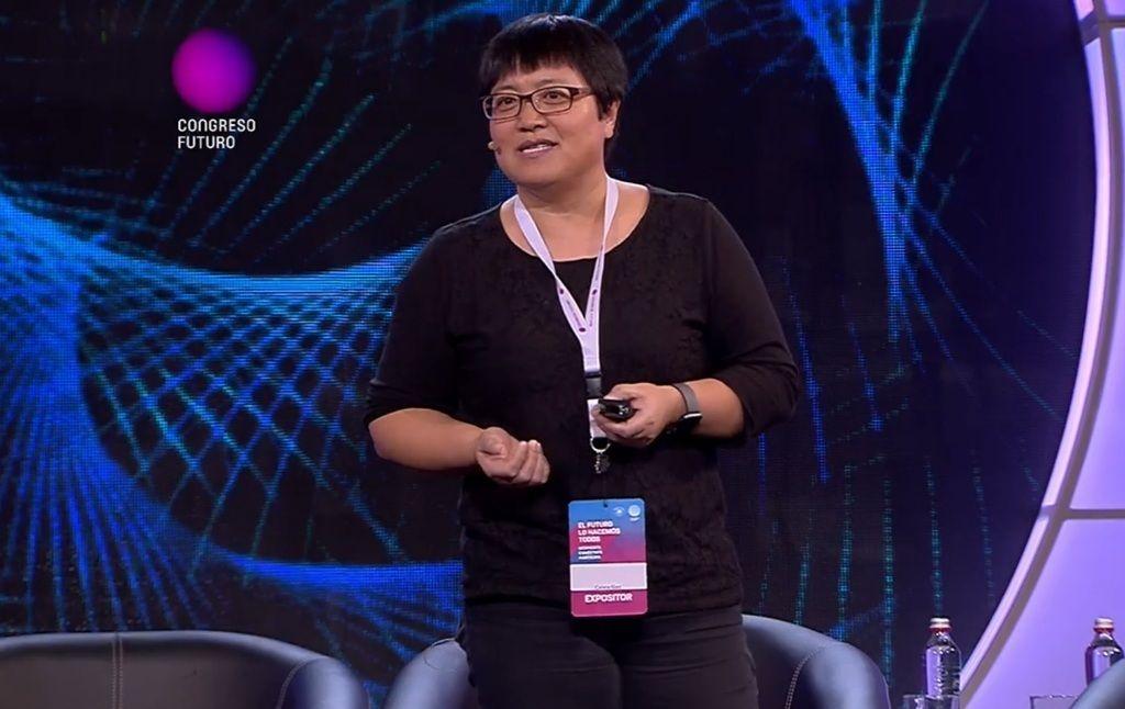 Caixia Gao - cientista da Academia de Ciências Agrícolas da China, em congresso falando sobre a CRISPR-Cas