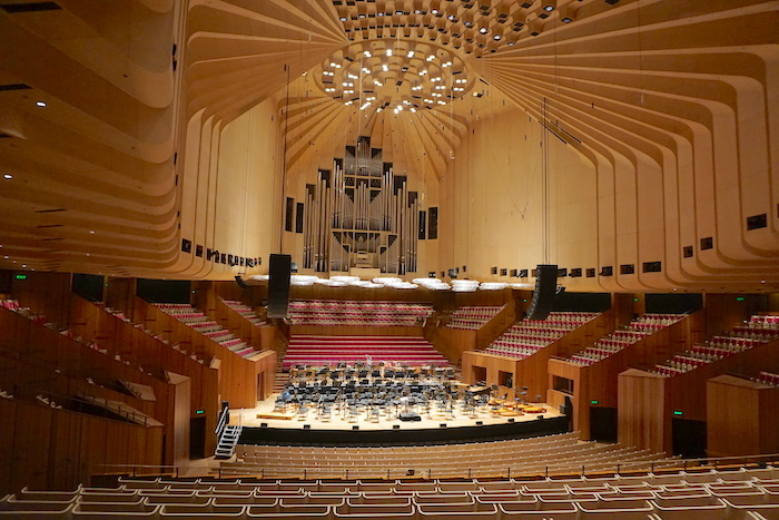 Imagem do interior do Sydney Opera House.