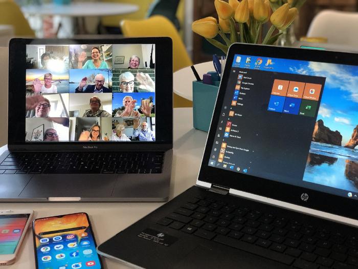 Aparelhos smart conectados entre si para vídeo conferência em casa