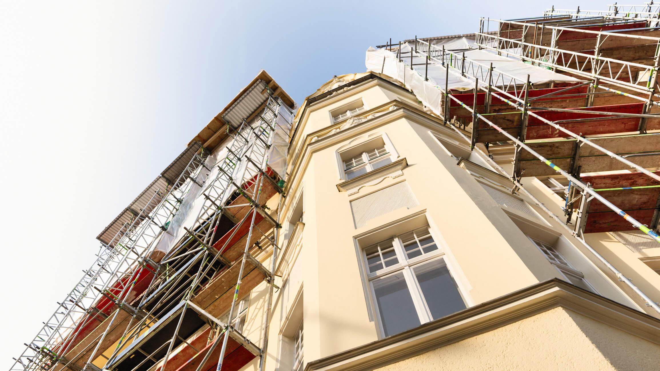 imagem de edifício antigo em reforma