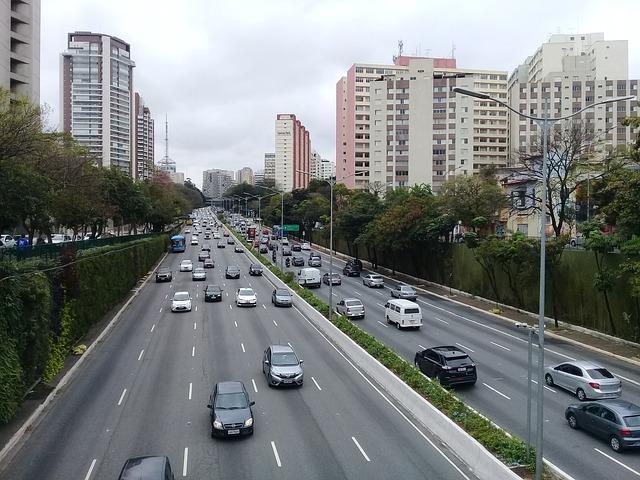 imagem de avenida urbana representando o urbanismo
