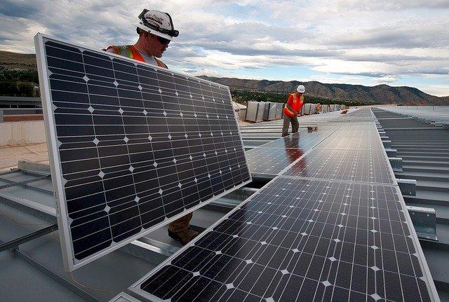 Placas solares edifício reforma